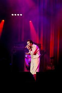 Mike Patton : « And...does Paris also like to say goodbye ? »